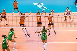 27-08-2017 NED: World Qualifications Bulgaria - Netherlands, Rotterdam<br /> De Nederlandse volleybalsters hebben in Rotterdam het kwalificatietoernooi voor het WK van volgend jaar in Japan ongeslagen afgesloten. Oranje was in z'n laatste wedstrijd met 3-0 te sterk voor Bulgarije: 25-21, 25-17, 25-23. / Lonneke Sloetjes #10 of Netherlands, Yvon Belien #3 of Netherlands, Maret Balkestein-Grothues #6 of Netherlands en Elitsa Vasileva #16 of Bulgaria