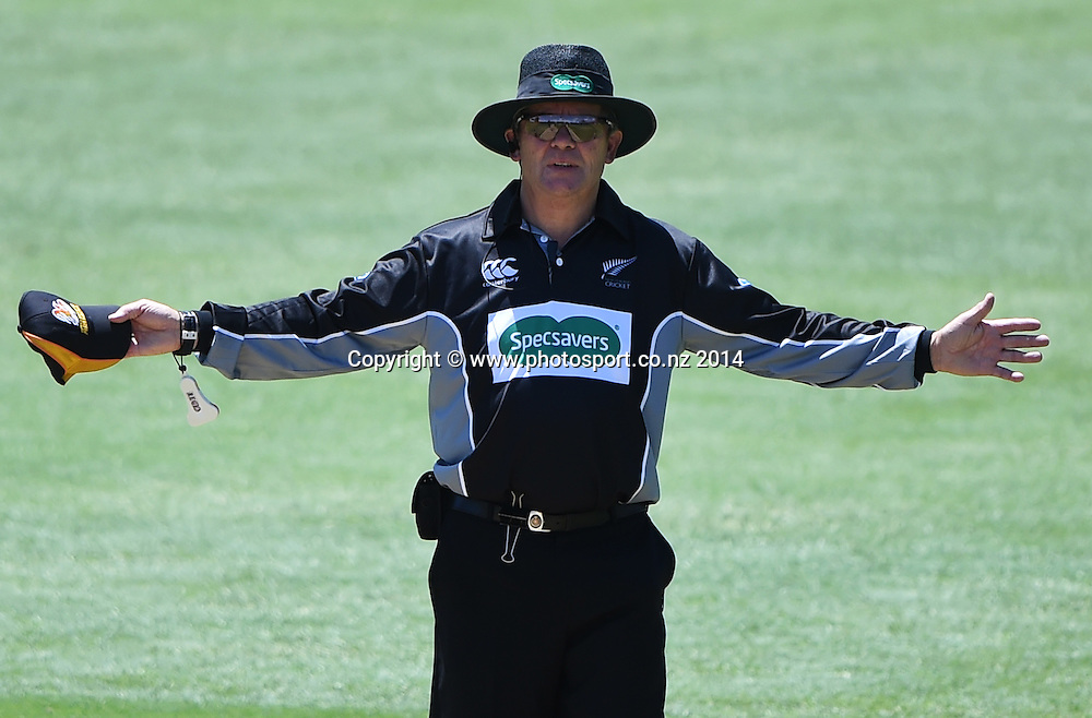 Umpire Gary Baxter during the Ford Trophy one day cricket match between Auckland Aces and Wellington Firebirds at the Eden Park Outer Oval, Auckland, New Zealand. Saturday 27 December 2014. Photo: Andrew Cornaga/www.Photosport.co.nz