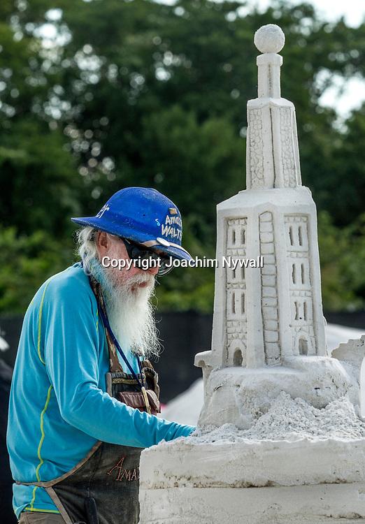 20151120 Fort Myers Beach<br /> Florida USA<br /> Amerikanska m&auml;sterskapen i Sandskulpturer<br /> Amazon Walter fr&aring;n Texas<br /> <br /> <br /> FOTO : JOACHIM NYWALL KOD 0708840825_1<br /> COPYRIGHT JOACHIM NYWALL<br /> <br /> ***BETALBILD***<br /> Redovisas till <br /> NYWALL MEDIA AB<br /> Strandgatan 30<br /> 461 31 Trollh&auml;ttan<br /> Prislista enl BLF , om inget annat avtalas.