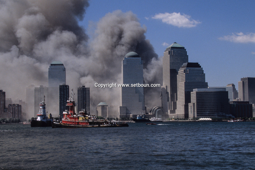 New York. attack terorist on world trade center towers in Manhattan. view from New Jersey  New york  Usa /   attaque terroriste sur les tours du world trade center a Manhattan, vue depuis New Jersey  New york  USA