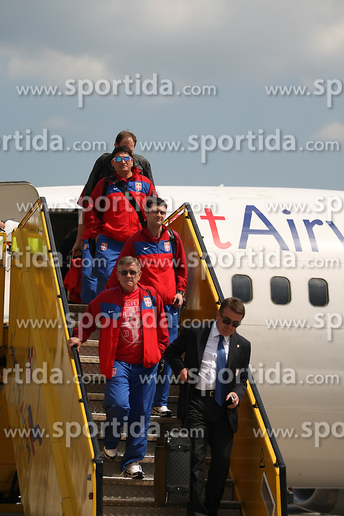 25.05.2010, Airport Salzburg, Salzburg, AUT, WM Vorbereitung, Serbien Ankunft im Bild Betreuerteam, Nationalteam Serbien, EXPA Pictures © 2010, PhotoCredit EXPA R. Hackl / SPORTIDA PHOTO AGENCY