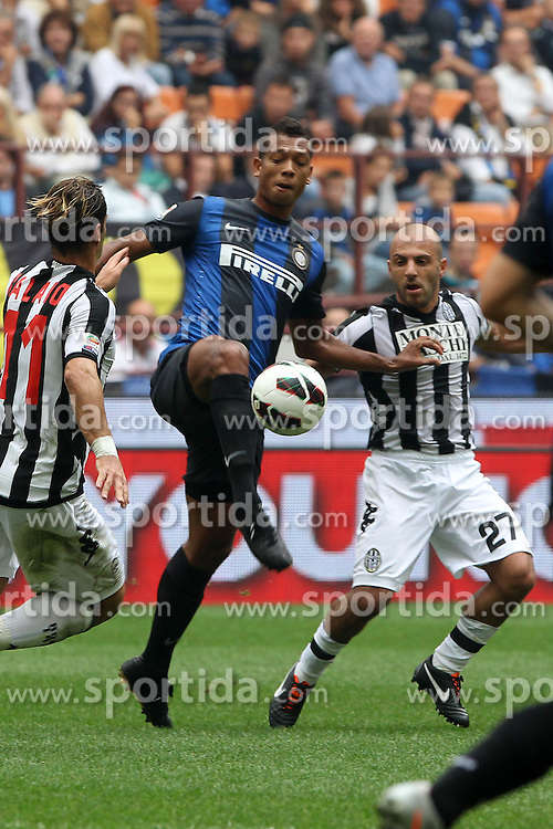23.09.2012, Giuseppe-Meazza-Stadion, Mailand, ITA, Serie A, Inter Mailand vs AC Siena, 4. Runde, im Bild Fredy Guarin Inter Alessandro Rosina Siena // during the Italian Serie A 4th round match between Inter Milan and AC Siena at the Giuseppe Meazza Stadium, Milan, Italy on 2012/09/23. EXPA Pictures © 2012, PhotoCredit: EXPA/ Insidefoto/ Paolo Nucci..***** ATTENTION - for AUT, SLO, CRO, SRB, SUI and SWE only *****