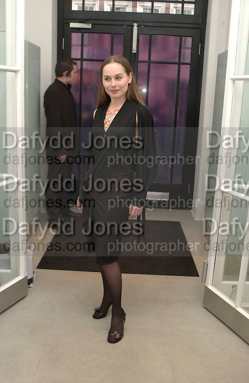 Tara FitzGerald, Stella McCartney shop eopening, Bruton St. London. 15 May 2003. © Copyright Photograph by Dafydd Jones 66 Stockwell Park Rd. London SW9 0DA Tel 020 7733 0108 www.dafjones.com