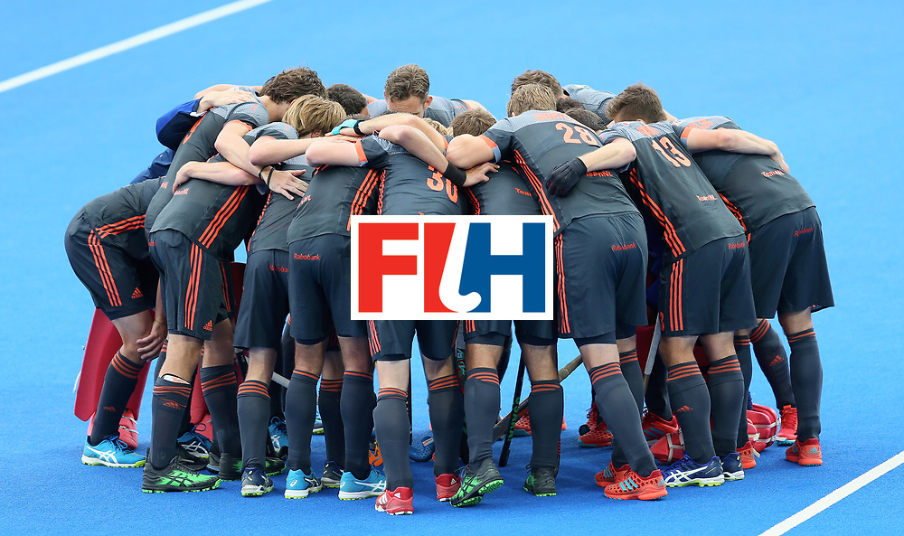 LONDON, ENGLAND - JUNE 24: Netherlands players huddle prior to the semi-final match between England and the Netherlands on day eight of the Hero Hockey World League Semi-Final at Lee Valley Hockey and Tennis Centre on June 24, 2017 in London, England. (Photo by Steve Bardens/Getty Images)