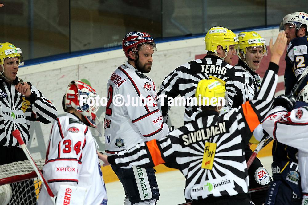 14.4.2011, Barona Areena, Tapiola, Espoo..J??kiekon SM-liiga 2010-11, play-offs: 2. loppuottelu Blues - HIFK. .Markus Kankaanper? - HIFK.©Juha Tamminen.