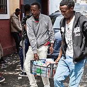 Quasi 800 profughi di cui più di 100 bambini vengono ospitati nella struttura di accoglienza Baobab di Via Cupa a Roma. La struttura può accogliere circa 220 migranti. Semplici cittadini e il gruppo SEL hanno raccolto generi alimentari da distribuire agli all'interno della struttura. Qui i ragazzi portano una cassetta con cartocci di latte.