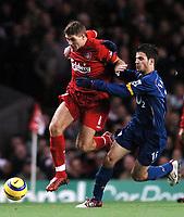 Fotball<br /> Premier League 2004/05<br /> Liverpool v Arsenal<br /> 28. november 2004<br /> Foto: Digitalsport<br /> NORWAY ONLY<br /> Cesc Fabregas struggles to hold Steven Gerrard back