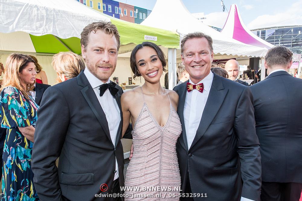 NLD/Amsterdam/20170617 - Amsterdamdiner 2017, Mark van Eeuwen, Albert Verlinde met Romy Monteiro