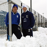 St Johnstone players Jim Weir and Nathan Lowndes in the snow during training this morning.<br />
