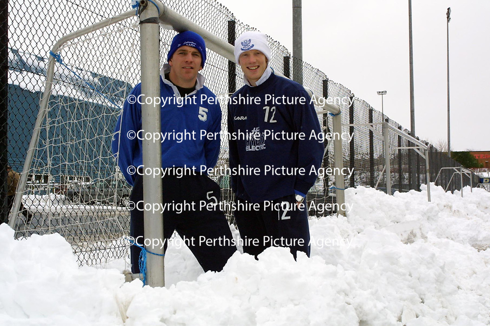 St Johnstone players Jim Weir and Nathan Lowndes in the snow during training this morning.<br />see story by Gordon Bannerman Tel: 01738 493213<br /><br />Pic by Graeme Hart<br />Copyright Perthshire Picture Agency<br />Tel: 01738 623350 / 07990 594431