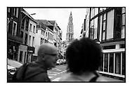 Yasmine Kherbache en haar militanten zondagochtend op campagne in hartje Antwerpen