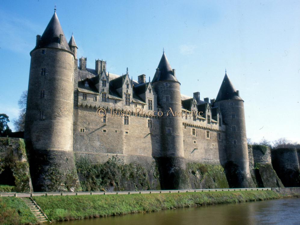 France, Brittany.  Josselin, castle on river Oust.