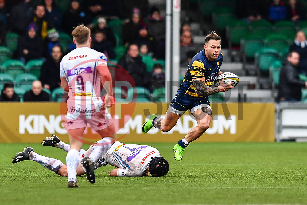 Francois Hougaard of Worcester Warriors evades the tackle of Julian Salvi of Exeter Chiefs - Mandatory by-line: Craig Thomas/JMP - 27/01/2018 - RUGBY - Sixways Stadium - Worcester, England - Worcester Warriors v Exeter Chiefs - Anglo Welsh Cup