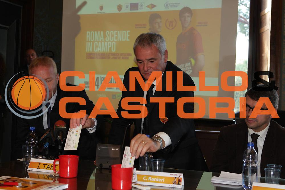 DESCRIZIONE : Roma Campidoglio Lega A 2009-10 Conferenza stampa presentazione di Roma scende in campo Lottomatica Virtus Roma As Roma Calcio<br /> GIOCATORE : Igli Tare Claudio Ranieri Cochi<br /> SQUADRA : As Roma Calcio<br /> EVENTO : Campionato Lega A 2009-2010 <br /> GARA : <br /> DATA : 04/12/2009 <br /> CATEGORIA : Ritratto<br /> SPORT : Pallacanestro <br /> AUTORE : Agenzia Ciamillo-Castoria/G.Ciamillo<br /> Galleria : Lega Basket A 2009-2010 <br /> Fotonotizia : Roma Campidoglio Campionato Italiano Lega A 2009-2010 Presentazione di Roma scende in campo Lottomatica Virtus Roma As Roma Calcio<br /> Predefinita :