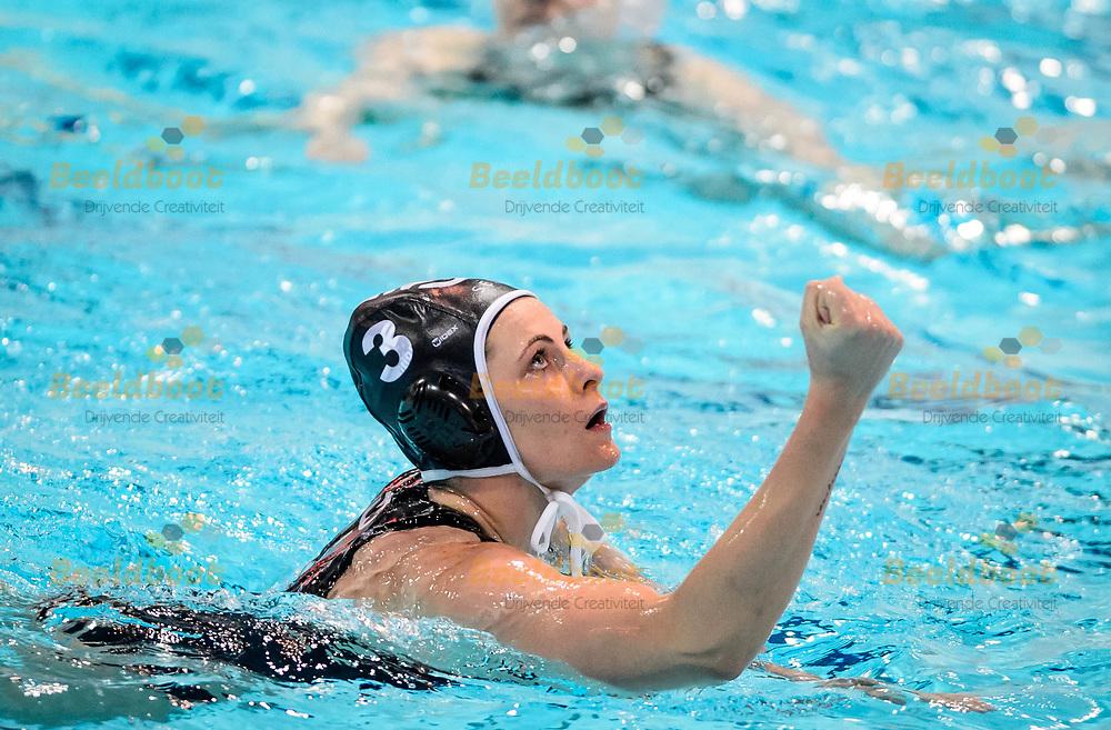 13-04-2018: Waterpolo: Vrouwen Polar Bears v Widex GZC Donk: Ede<br /> <br /> (L-R) Kayleigh Kruisinga van GZC Donk heeft gescoord tijdens de halve finale van het Eredivisie play-off duel tussen Polar Bears en GZC Donk op 13 april 2018 in zwembad de Peppel in Ede  <br /> <br /> Eredivisie Dames: Seizoen 2017 / 2018 - Halve finale play-off <br /> <br /> Foto: Gertjan Kooij