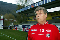 Fotball, 21. april 2002. Tippeligaen, Sogndal v  Start. Fosshaugane. Torbjørn Glomnes, trener Sogndal.