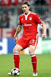 21.04.2010, Allianz Arena, Muenchen, GER, Champions League, Bayern Muenchen vs Olympique Lyonnais, Halbfinale Hinspiel, im Bild  Daniel van Buyten (FC Bayern Nr.5) , EXPA Pictures © 2010, PhotoCredit: EXPA/ nph/  Straubmeier / SPORTIDA PHOTO AGENCY