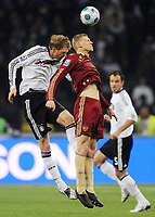 Fotball<br /> Russland v Tyskland<br /> Foto: Witters/Digitalsport<br /> NORWAY ONLY<br /> <br /> 10.10.2009<br /> <br /> v.l. Per Mertesacker, Pavel Pogrebnyak Russland<br /> WM-Qualifikation Russland - Deutschland 0:1