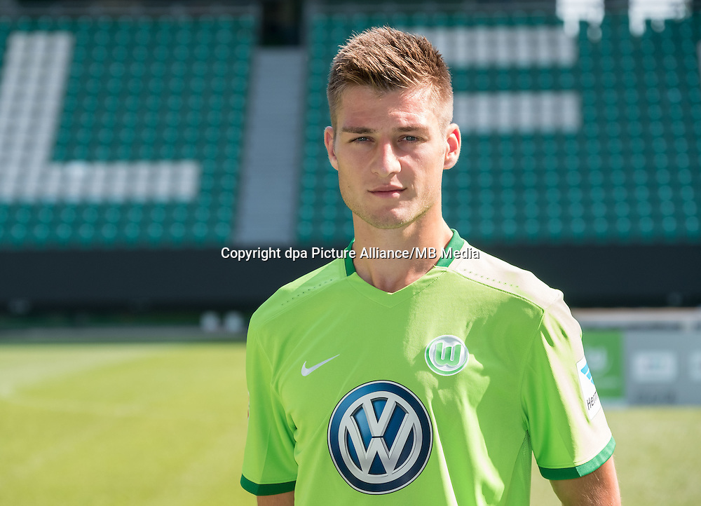German Bundesliga - Season 2016/17 - Photocall VfL Wolfsburg on 14 September 2016 in Wolfsburg, Germany: Robin Knoche. Photo: Peter Steffen/dpa | usage worldwide