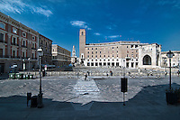 Lecce - Piazza Sant'Oronzo - Veduta dell'Anfiteatro dalla scalinata della Chiesa del Buon Consiglio.