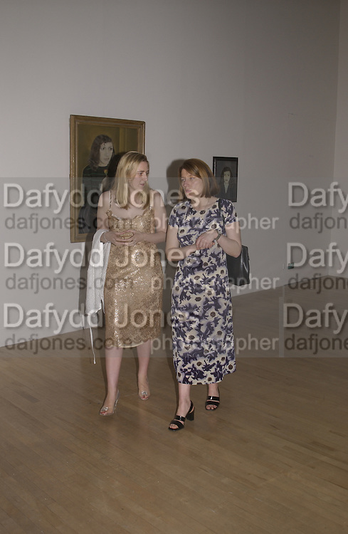 Susie and Isobel Boyt. Lucian Freud private view dinner. Tate. 17June 2002. © Copyright Photograph by Dafydd Jones 66 Stockwell Park Rd. London SW9 0DA Tel 020 7733 0108 www.dafjones.com