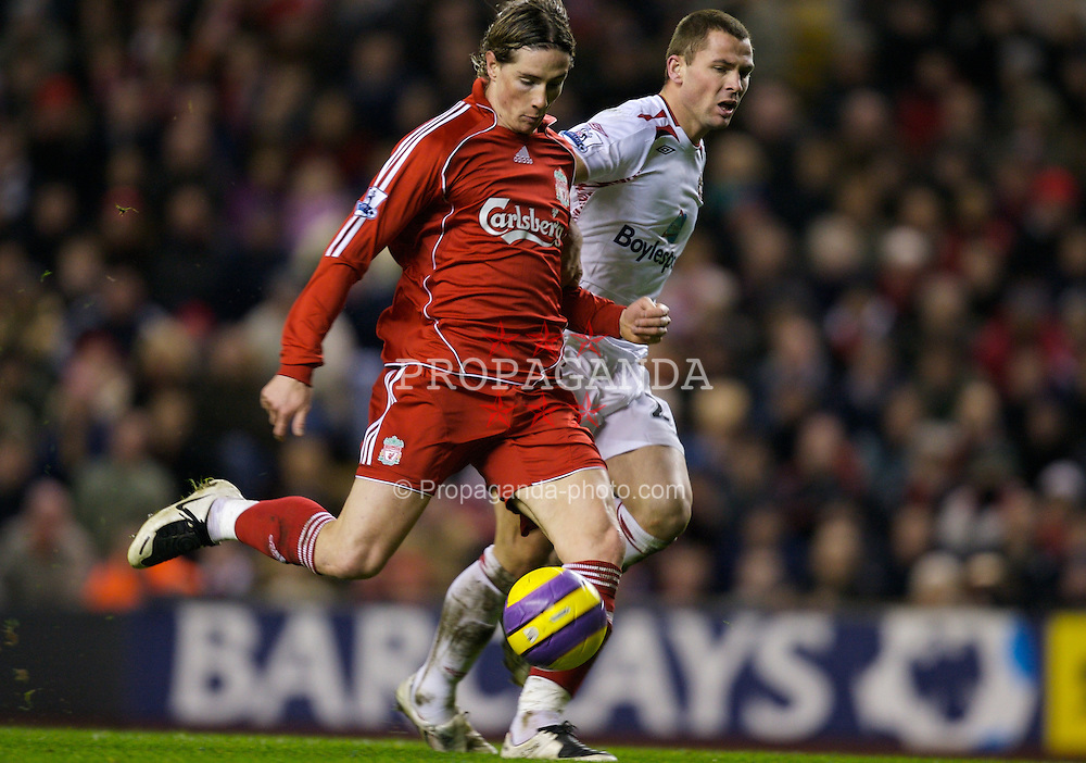 LIVERPOOL, ENGLAND - Saturday, February 2, 2008: Liverpool's Fernando Torres scores the second goal against Sunderland during the Premiership match at Anfield. (Photo by David Rawcliffe/Propaganda)