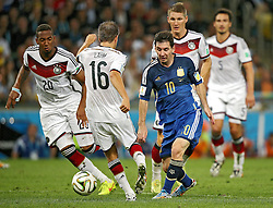 13.07.2014, Maracana, Rio de Janeiro, BRA, FIFA WM, Deutschland vs Argentinien, Finale, im Bild vl.: Jerome Boateng (GER), Philipp Lahm (GER), Lionel Messi (ARG), Bastian Schweinsteiger (GER) und Mats Hummels (GER) // during Final match between Germany and Argentina of the FIFA Worldcup Brazil 2014 at the Maracana in Rio de Janeiro, Brazil on 2014/07/13. EXPA Pictures © 2014, PhotoCredit: EXPA/ Eibner-Pressefoto/ Cezaro<br /> <br /> *****ATTENTION - OUT of GER*****