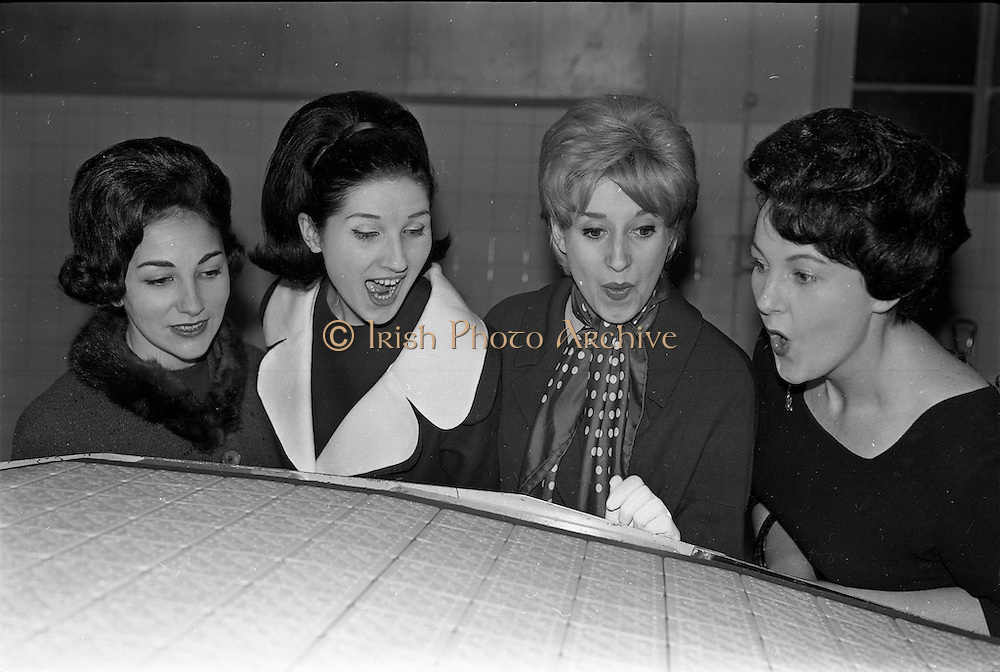 29/03/1963<br /> 03/29/1963<br /> 29 March 1963<br /> Fashion models visit Bolands Biscuit Factory at Deansgrange, Dublin. The models crackers for crackers.