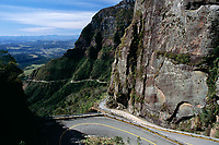 Rodovia SC 439 (Rodovia Osvaldo Westphal), na Serra do Corvo Branco. Urubici, Santa Catarina, Brasil. / <br /> Road SC 439 (Road Osvaldo Westphal), on Corvo Branco Mountains. Urubici, Santa Catarina, Brazil.