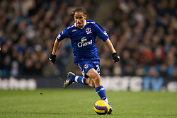 MANCHESTER, ENGLAND - Monday, February 25, 2008: Everton's Steven Pienaar in action against Manchester City during the Premiership match at the City of Manchester Stadium. (Photo by David Rawcliffe/Propaganda)