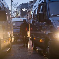 Maintien de l'ordre en fin de journée sur la place de la République dans le cadre de l'acte 12 des manifestations de gilets jaunes le 2 février 2019.  Dispositif de sécurisation constitué de forces de police et de gendarmerie (Brigade Anti-Criminalité, Escadrons de Gendarmerie Mobile et Compagnies Républicaines de Sécurité). Dispositif de secours constitué de sapeurs-pompiers de la BSPP et de street-medics.