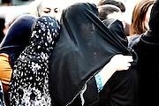 Frankfurt am Main | 20.04.2011..Am Mittwoch (20.04.2011) versammelten sich etwa 3000 ueberwiegend junge Musliminnen und Muslime zu einer Kundgebung mit Reden der radikalen Ismalisten Pierre Vogel (Abu Hamza) und Dr. Abu Bilal Philips auf dem Rossmarkt in Frankfurt am Main. Hier: Junge Musliminnen mit verscheierten Gesichtern...©peter-juelich.com..[No Model Release | No Property Release]