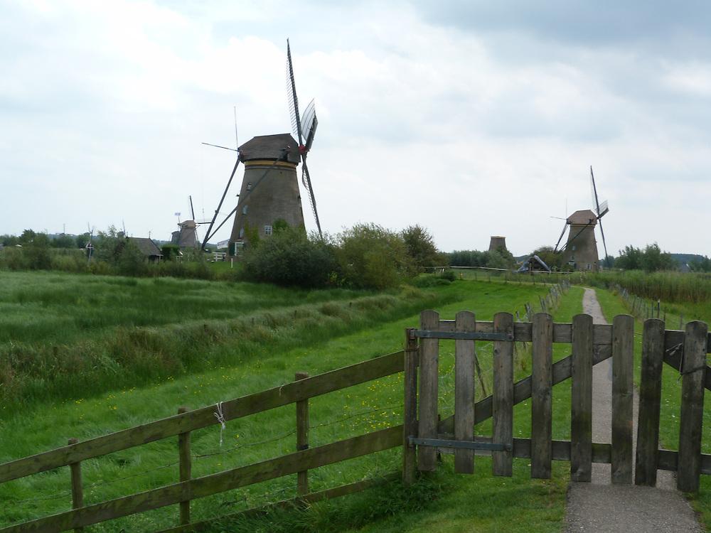 EN> Windmills | SP> Molinos de viento