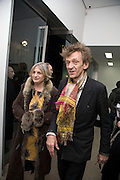 LADY ANNE AND MATTHEW CARR, 'Evolution', an exhibition of work by Marc Quinn. White Cube. Mason's Yard. London. 24 January 2008. -DO NOT ARCHIVE-© Copyright Photograph by Dafydd Jones. 248 Clapham Rd. London SW9 0PZ. Tel 0207 820 0771. www.dafjones.com.