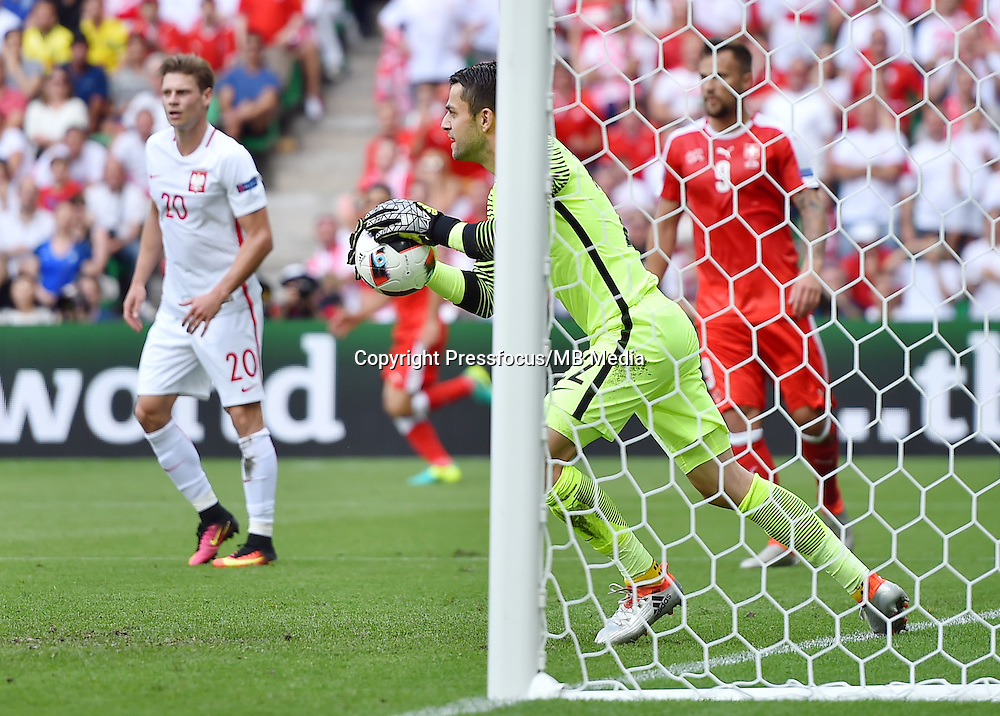 2016.06.25 Saint-Etienne<br /> Pilka nozna Euro 2016<br /> mecz 1/8 finalu Szwajcaria - Polska<br /> N/z Lukasz Fabianski<br /> Foto Lukasz Laskowski / PressFocus<br /> <br /> 2016.06.25<br /> Football UEFA Euro 2016 <br /> Round of 16 game between Switzerland and Poland<br /> Lukasz Fabianski<br /> Credit: Lukasz Laskowski / PressFocus
