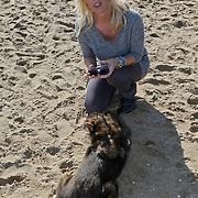 NLD/Scheveningen/20101003 - Dutchypuppy Doggywalk 2010, Bridget Maasland met hond Tips