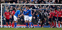 Fotball<br /> Premier League England 2004/2005<br /> 18.12.2004<br /> Foto: SBI/Digitalsport<br /> NORWAY ONLY<br /> <br /> Birmingham City v West Bromwich Albion<br /> Barclays Premiership. 18/12/2004<br /> <br /> Darren Anderton is congratulated by Robbie Savage (third from L) and Darren Carter as West Brom's players look on in disbelief after Birmingham's fourth goal goes in.