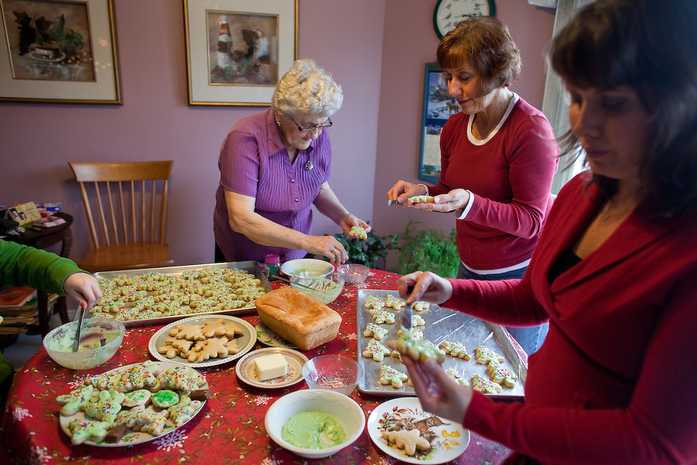 Norfolk, Ontario ---11-12-17--- Margaret Driedger, 83, is joined by her daughter Ester Wiebe and granddaughter Christine Driedger, in her Norfolk, Ontario home December 17, 2011 as they ice some of the nearly 500 Christmas cookies Margaret bakes each year.<br /> GEOFF ROBINS Toronto Star