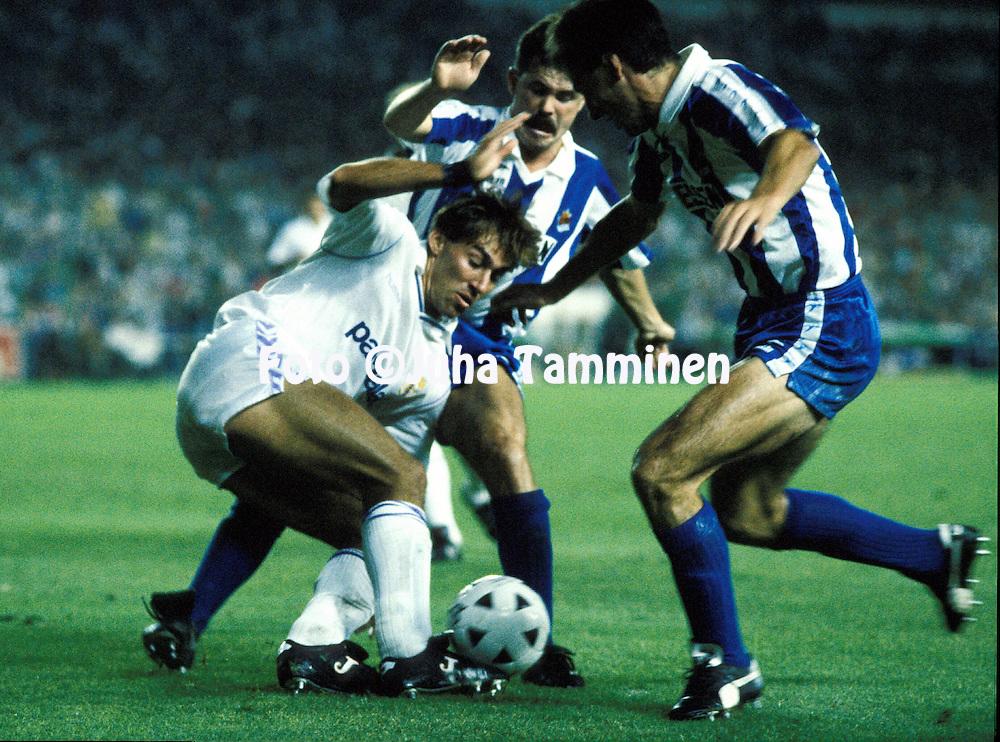 18.09.1988, Estadio Santiago Bernabeu, Madrid..Rafael Mart'n V?zquez (Real Madrid) v Larra-aga & Alberto G--rriz (Real Sociedad).©JUHA TAMMINEN