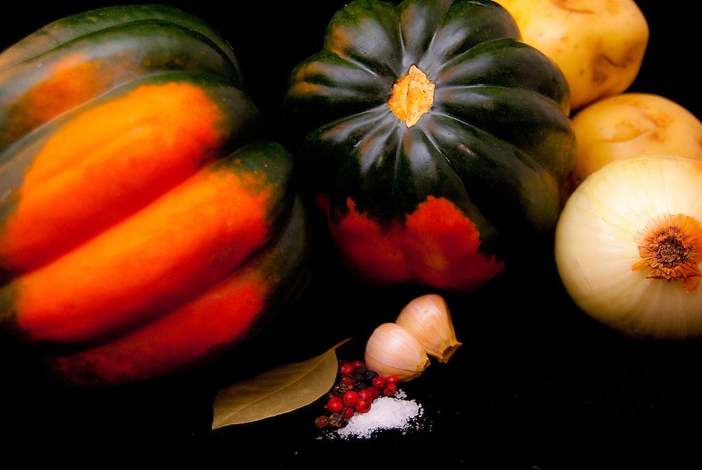 Pumkin, Potatos, Onion, Gralic, Pepper, Salt, Herbs, everything you need for a wonderful Pumpkin Soup