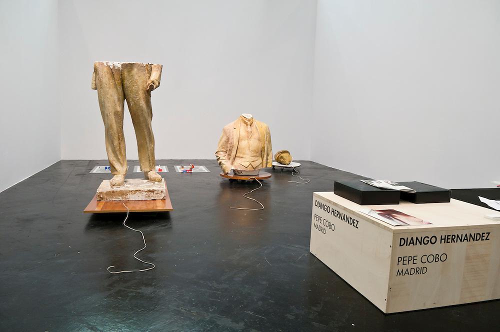 Lenin Demontage Skulptur des aus Kuba stammenden  und in Deutschland tätigen Künstlers Diango  Hernandez  |  Lenin sculpture of the cuban artist Diango Hernandez   |
