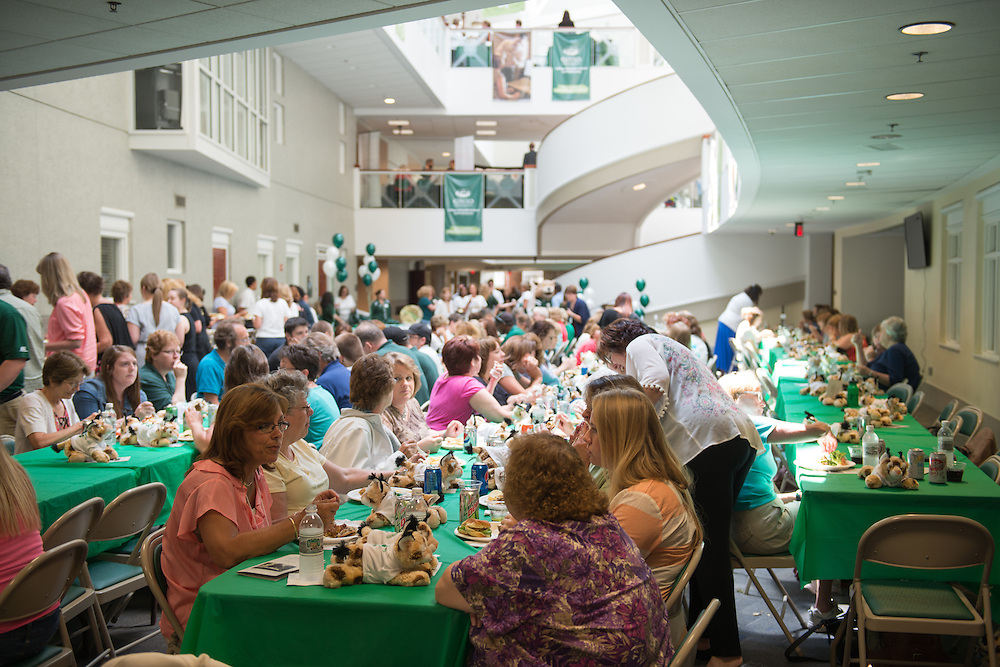 The Classified Senate celebrates their 25 anniversary at Grover. Photo by Ben Siegel/ Ohio University