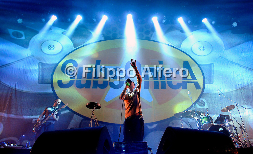 © Filippo Alfero<br /> Subsonica in concerto - Istantanee Tour 2012<br /> Torino, 26/04/2012<br /> spettacolo<br /> Nella foto: i Subsonica