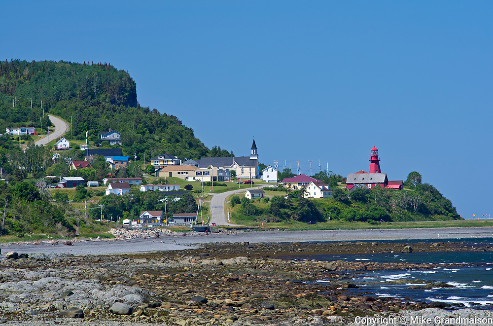 Village of La Martre with church and lighthouse<br />