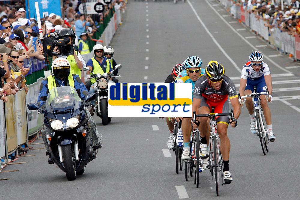Adelaide - Australie - wielrennen - cycling - radsport - cyclisme -  UCI ProTour - Santos Tour Down Under - 1e etappe - criterium - kopgroep met Lance Armstrong (Team RadioShack) <br /> PHOTO : PHOTO NEWS / DPPI