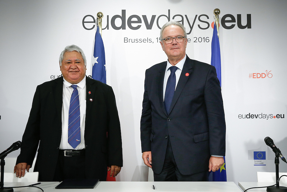 20160615 - Brussels , Belgium - 2016 June 15th - European Development Days - Signature of a Agreement for Samoa - Tuilaepa Lupesoliai Sailele Malielegaoi - Prime Minister, Samoa - Neven Mimica - EU Commissioner for International Cooperation and Development © European Union