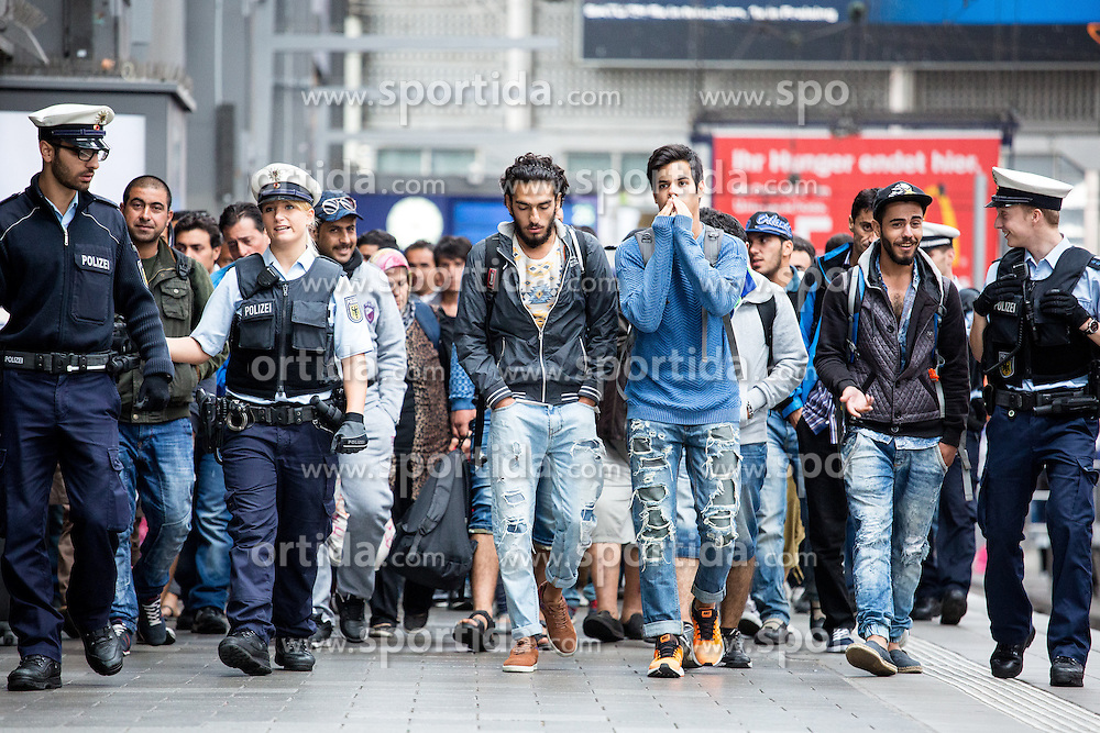 03.09.2015, Hauptbahnhof, Muenchen, GER, Fl&uuml;chtlinge auf den Weg durch die Staaten der EU, im Bild ankommende Fluechtlinge // Immigrants from the Middle Eastern countries and Africa arrived at the Railway station after Hungarian government let them take the journey to Germany Hauptbahnhof in Muenchen, Germany on 2015/09/03. EXPA Pictures &copy; 2015, PhotoCredit: EXPA/ Eibner-Pressefoto/ Gehrling<br /> <br /> *****ATTENTION - OUT of GER*****
