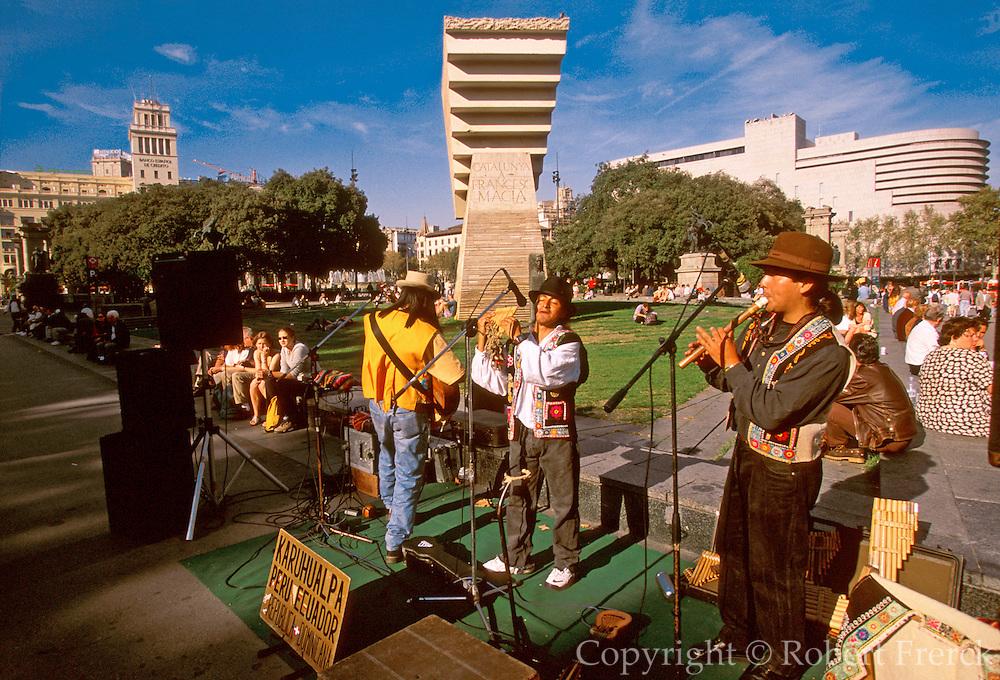 SPAIN, BARCELONA Placa de Catalunya; musicians