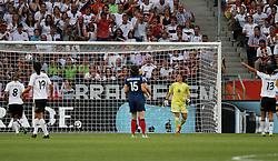 05.07.2011, Borussia-Park, Moenchengladbach, GER, FIFA Women Worldcup 2011, Gruppe A,  Frankreich (FRA) Deutschland (GER) ,. im Bild Torhüterin Berangere Sapowicz (FRA) machtlos gegen das 1:0 durch Kerstin Garefrekes (GER) . // during the FIFA Women´s Worldcup 2011, Pool A,France vs Germany on 2011/06/26, Borussia-Park, Moenchengladbach, Germany. EXPA Pictures © 2011, PhotoCredit: EXPA/ nph/  Karina Hessland       ****** out of GER / CRO  / BEL ******