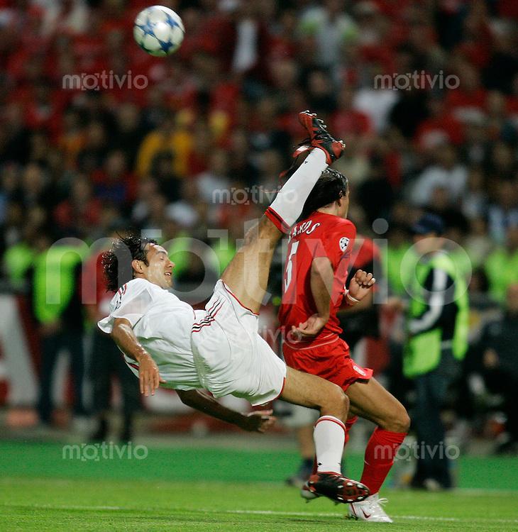 Fussball International UEFA Champions League  Finale 2004/2005 AC Mailand 5-6 n.E. Liverpool FC Alexandro Nesta (AC,li) gegen Milan Baros (L) -NUR DEUTSCHE MEDIEN-
